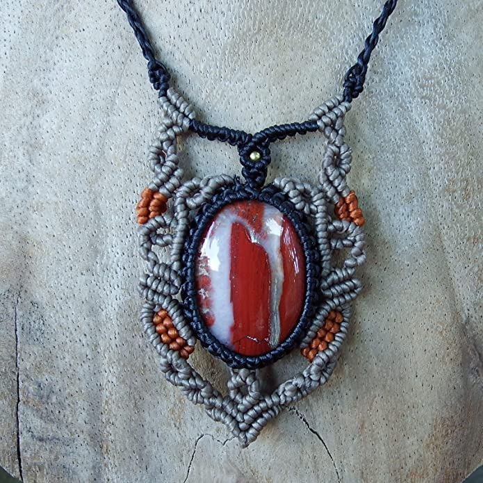 9ea8ea1b5bdd Fabricación artesanal-Collar con colgante para mujer de Macramé de satén