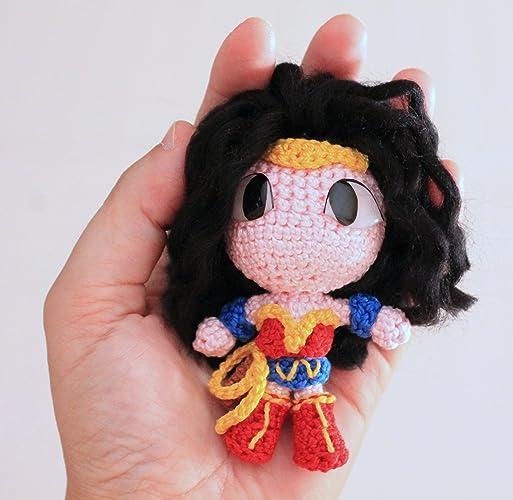 Mujer Maravilla o Wonder Woman, Amigurumi de Ganchillo Hecho a Mano, Muñeco de Peluche