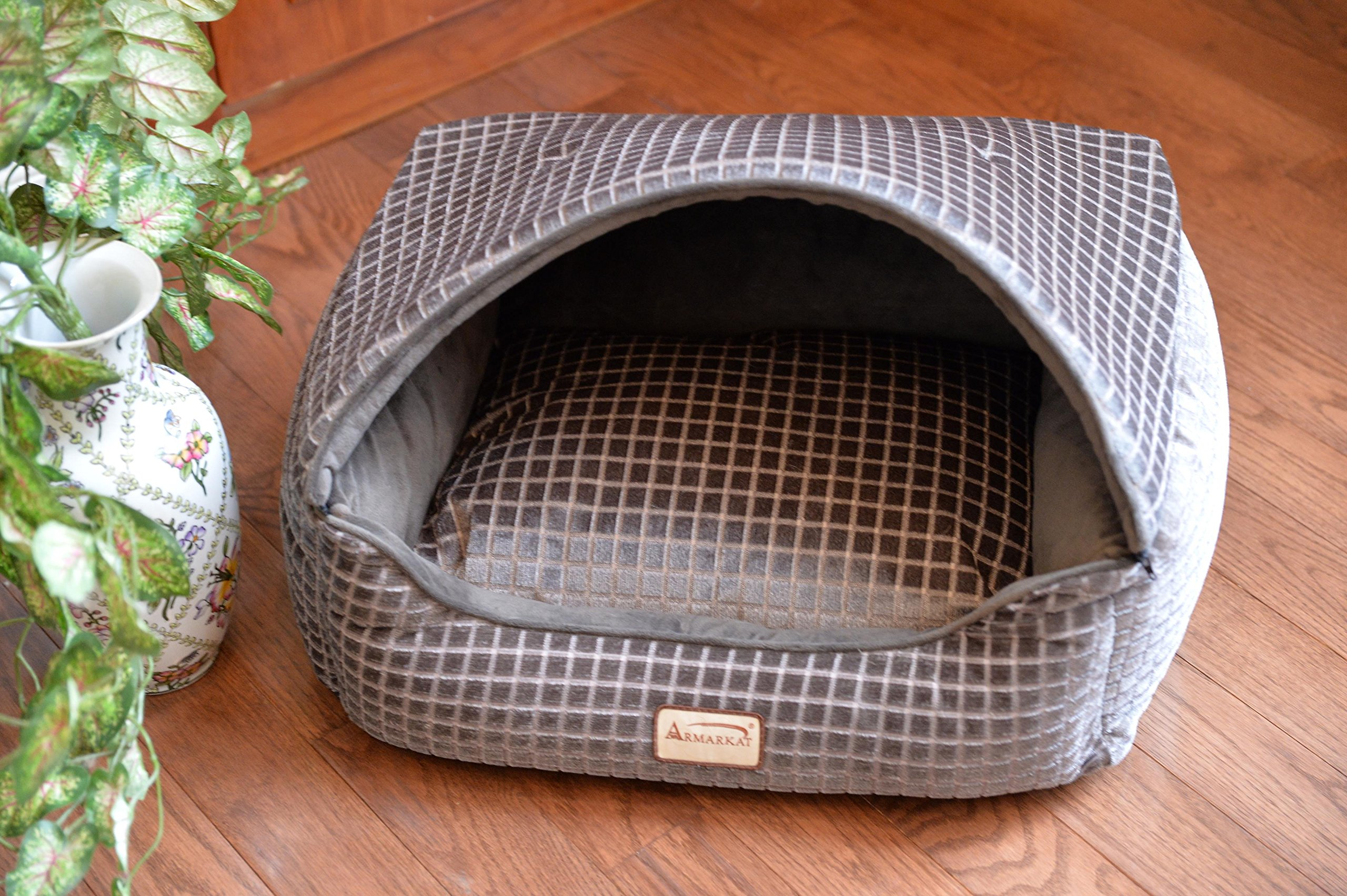 Armarkat 24'' Bronze & Silver 2016 Cat Bed by Armarkat