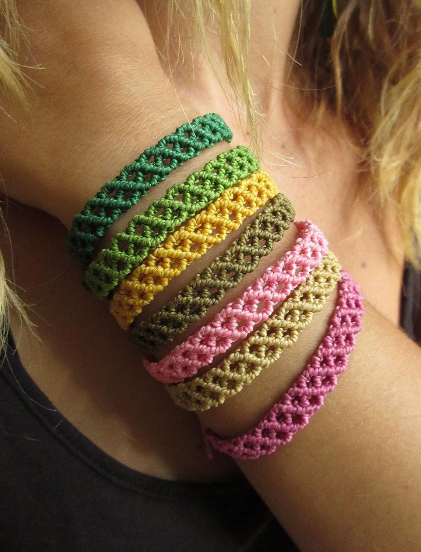 Bracelet br/ésilien//amiti/é//en fil Marron Kaki tiss/é main en macram/é avec du fil cir/é et fait en France