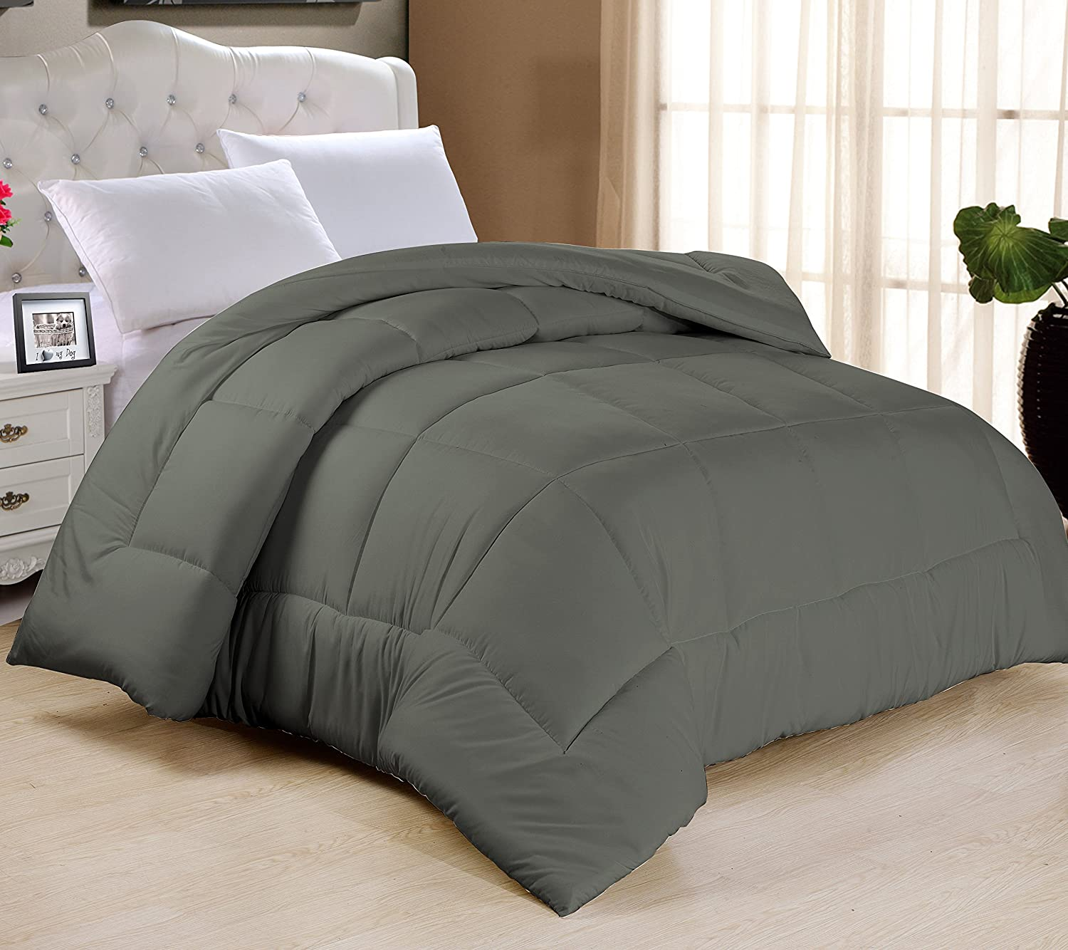 Amazon com swift home all season extra soft luxurious classic light warmth goose down alternative comforter queen 90 x 90 grey home kitchen