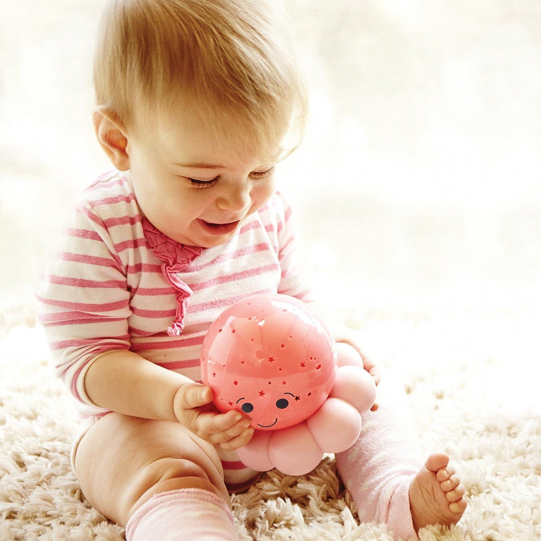 Kind hält Tintenfisch Nachtlicht in der Hand