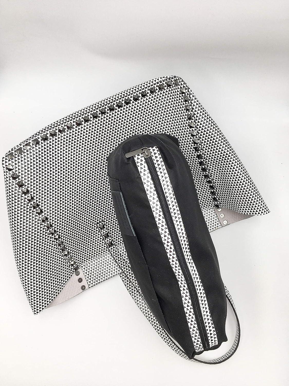 Bolso de mano de piel fabricado en Italia con fantasía de triángulos, con tachuelas aplicadas, medidas 33 x 25 h, almacenamiento interior, modelo Amelie Blanco Y Negro