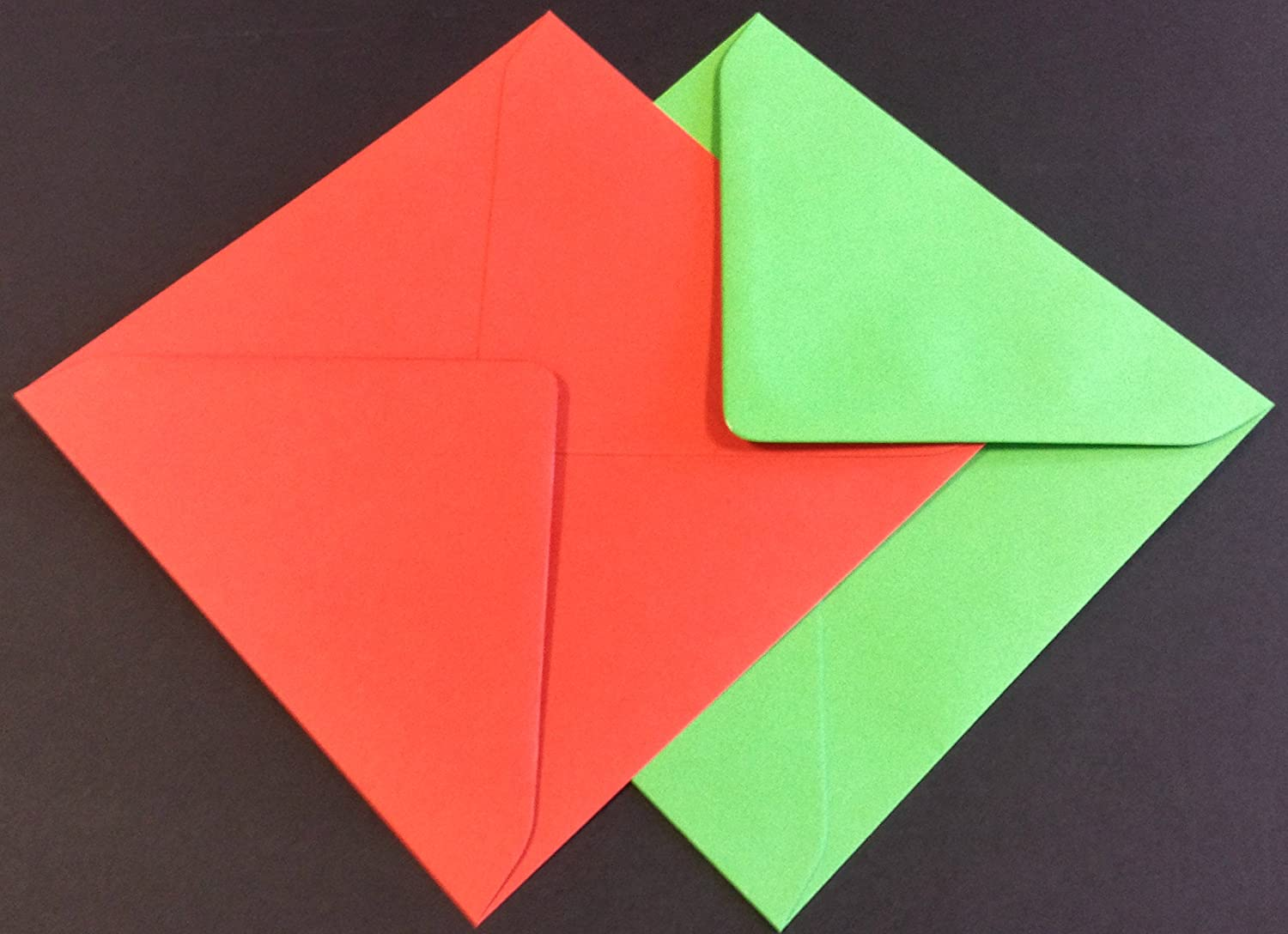 Red /& Green Christmas Coloured Mixed Envelopes Packed by the CandyRushTM Charity For Xmas Holidays Greetings Cards Crafts Party Invitations 10, 5 Sq - 130 x 130mm