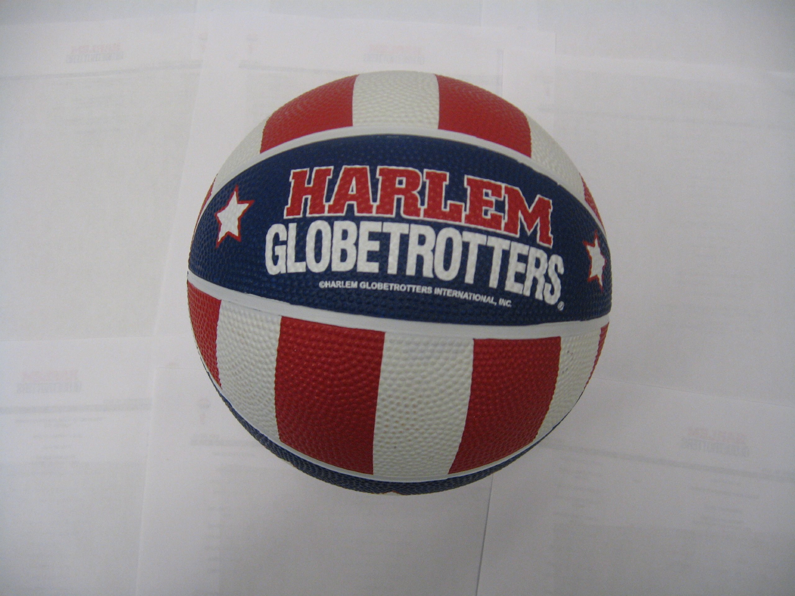 Harlem Globetrotters mini basketball