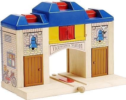 Amazon.com: Thomas & Friends Wooden Railway - All Aboard Station ...