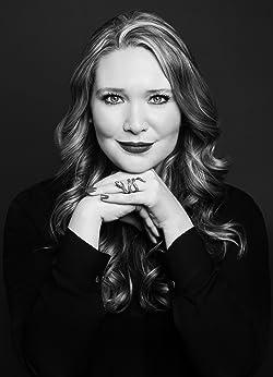 Sarah J Maas