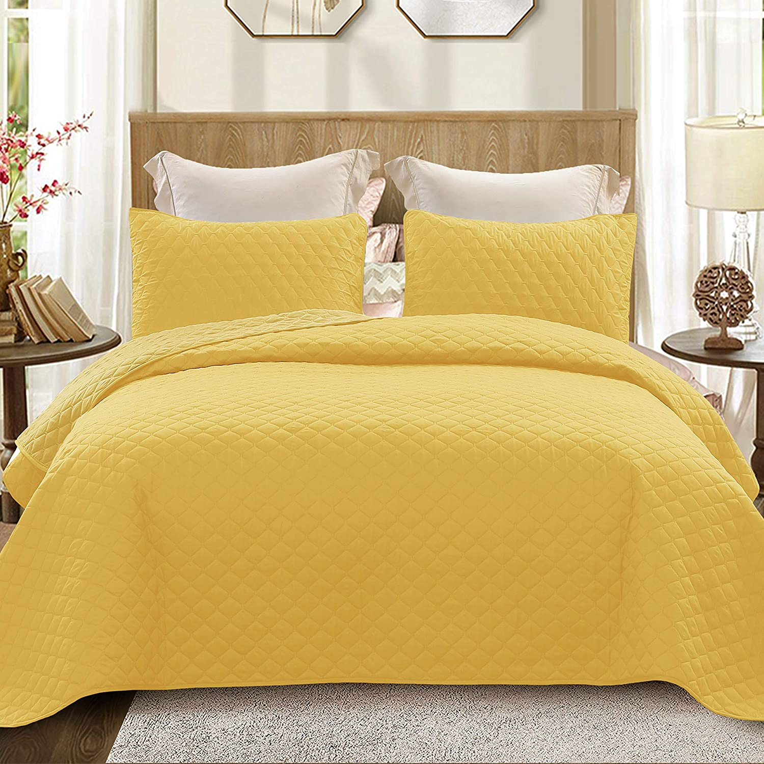 """Exclusivo Mezcla Ultrasonic 3-Piece King Size Quilt Set with Pillow Shams, Lightweight Bedspread/Coverlet/Bed Cover - (Yellow, 92""""x104"""")"""