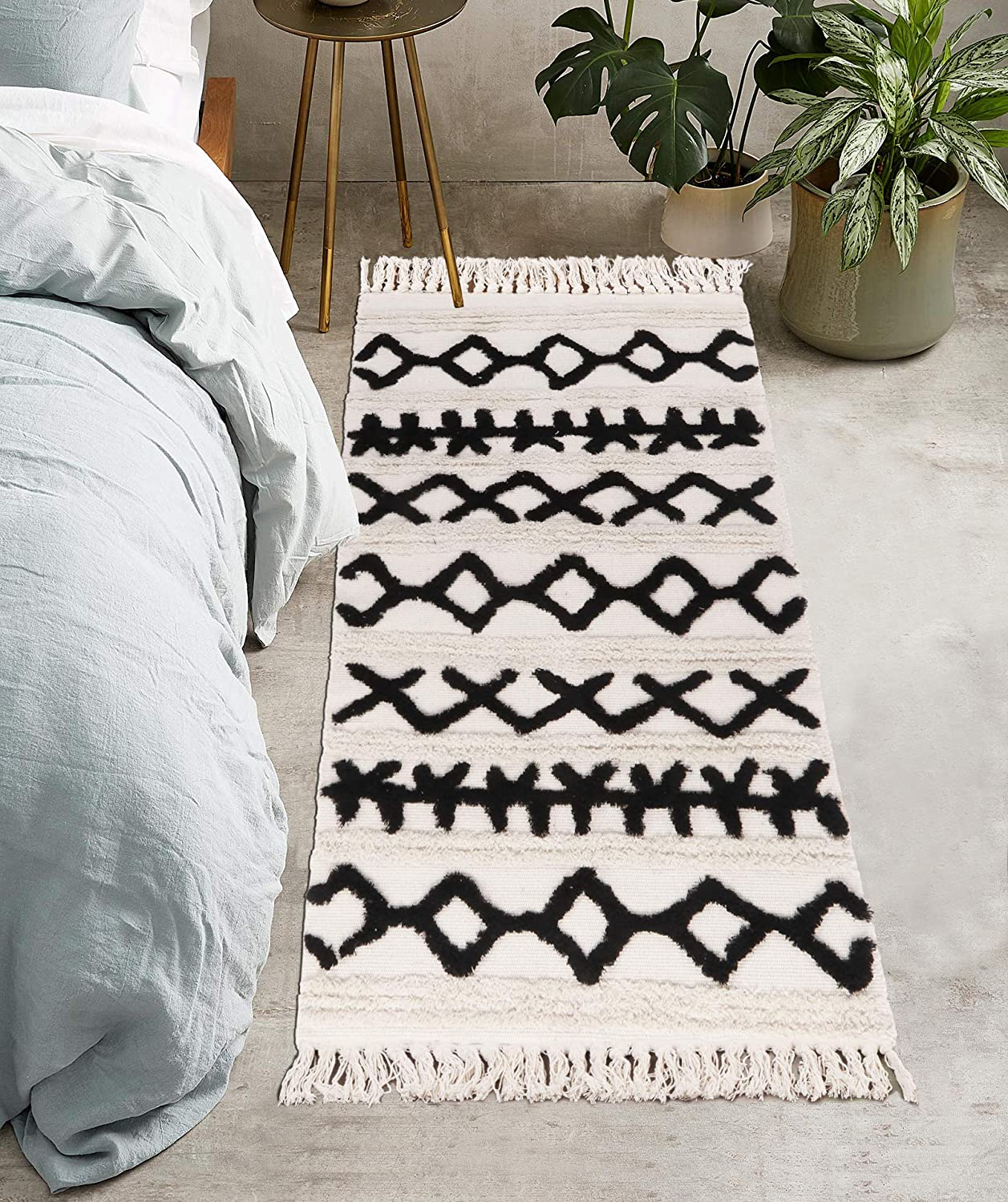 Uphome Tufted Cotton Runner Rug 2' x 4.3' Modern Geometric Boho Area Rugs with Chic Tassel Fringe Hand Woven Throw Rugs Machine Washable Floor Carpet for Laundry Hallway Porch Bedroom Kitchen