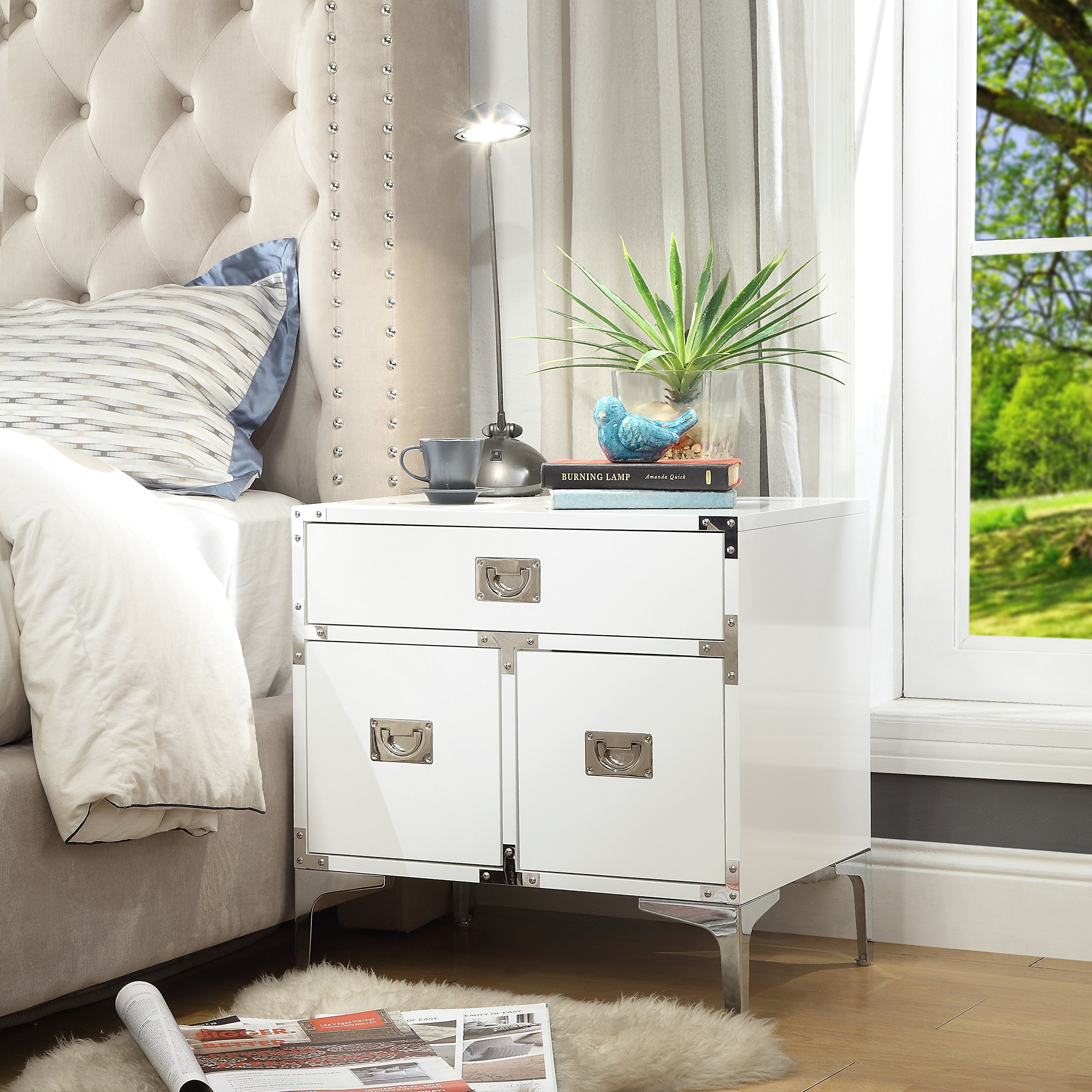 Inspired Home Marco Executive Style Lacquer-Finish Side Table / Accent Table / Nightstand with Decorative Corner Brackets and Chrome Leg, White
