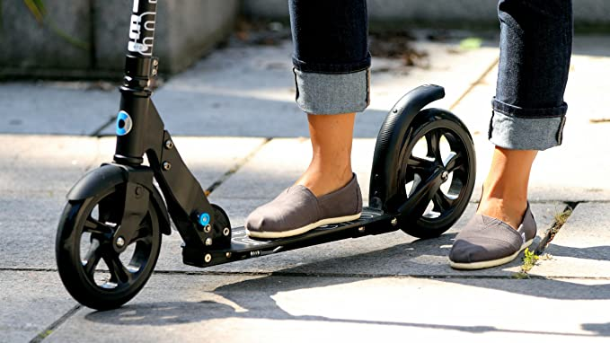 Amazon.com: Micro Blanco y Negro Adulto Scooters: Sports ...