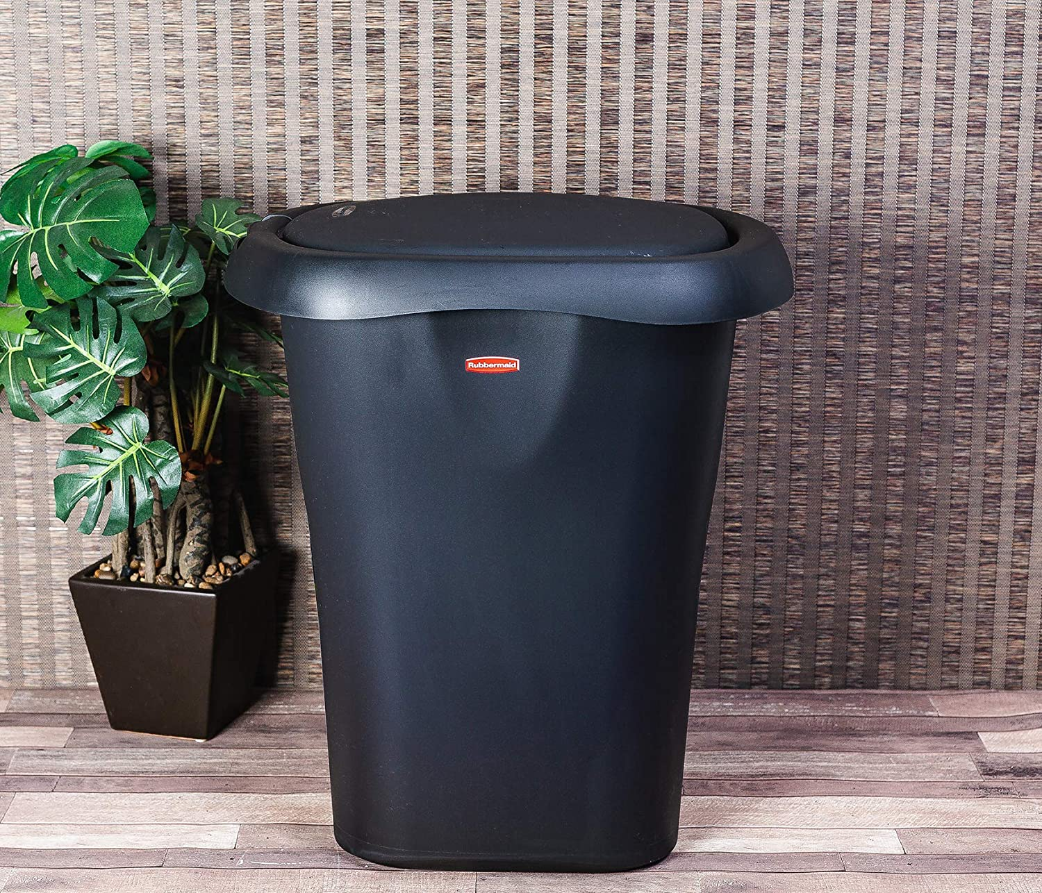 Rubbermaid Spring-Top Lid Trash Can for Home, Kitchen, and Bathroom Garbage, 8 Gallon, Black