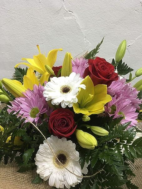 Ramo De Flores Naturales Con Rosas Flores A Domicilio Envio En 24 H Tarjeta Con Nota Personalizada Gratis Amazon Es Jardín