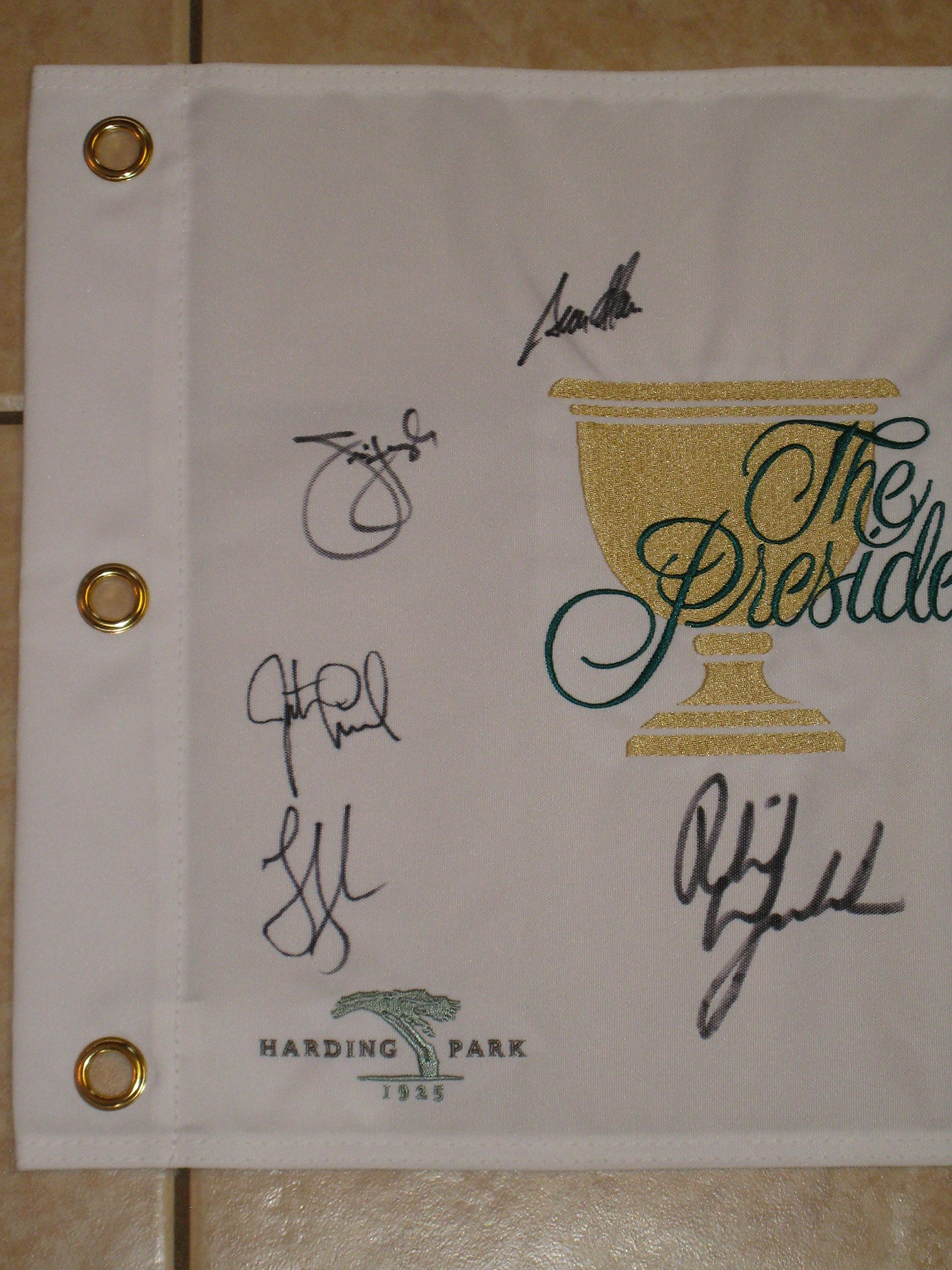 2009 Presidents Cup Harding Park Golf Flag signed by 9 Mickelson, Zach, Furyk,