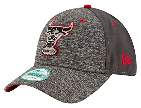 the latest 979db dd135 NBA Chicago Bulls Men s HWC The League Shadow 9FORTY Adjustable Cap, One  Size, Gray