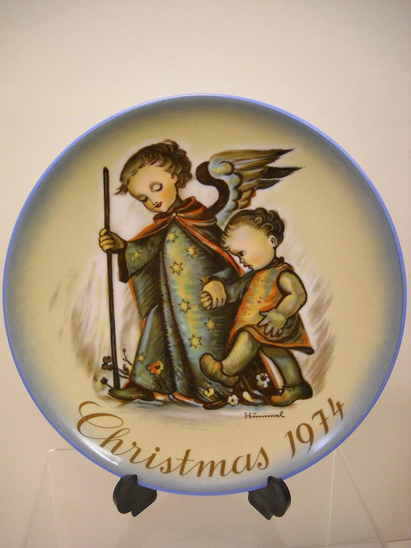 Amazon com the guardian angel 1974 berta hummel christmas plate home kitchen