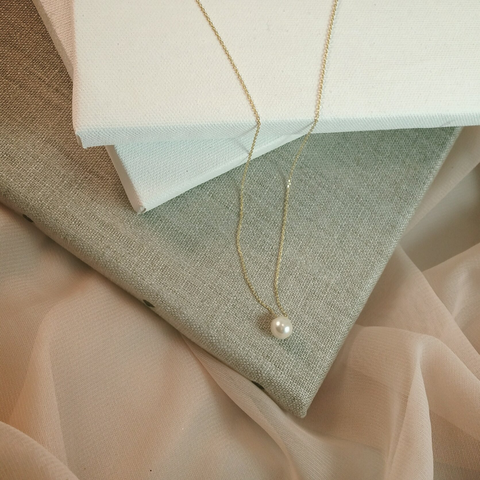 Bridesmaid Gifts- Pretty Single Floating BridalPearl Necklace, Gold Color, Set of 8 by Bride Dazzle (Image #3)