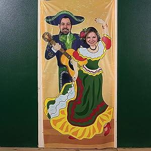 Fun Express - Fiesta Couple Photo Door Banner for Cinco de Mayo - Party Decor - Photo Door Banners - Cinco de Mayo - 1 Piece