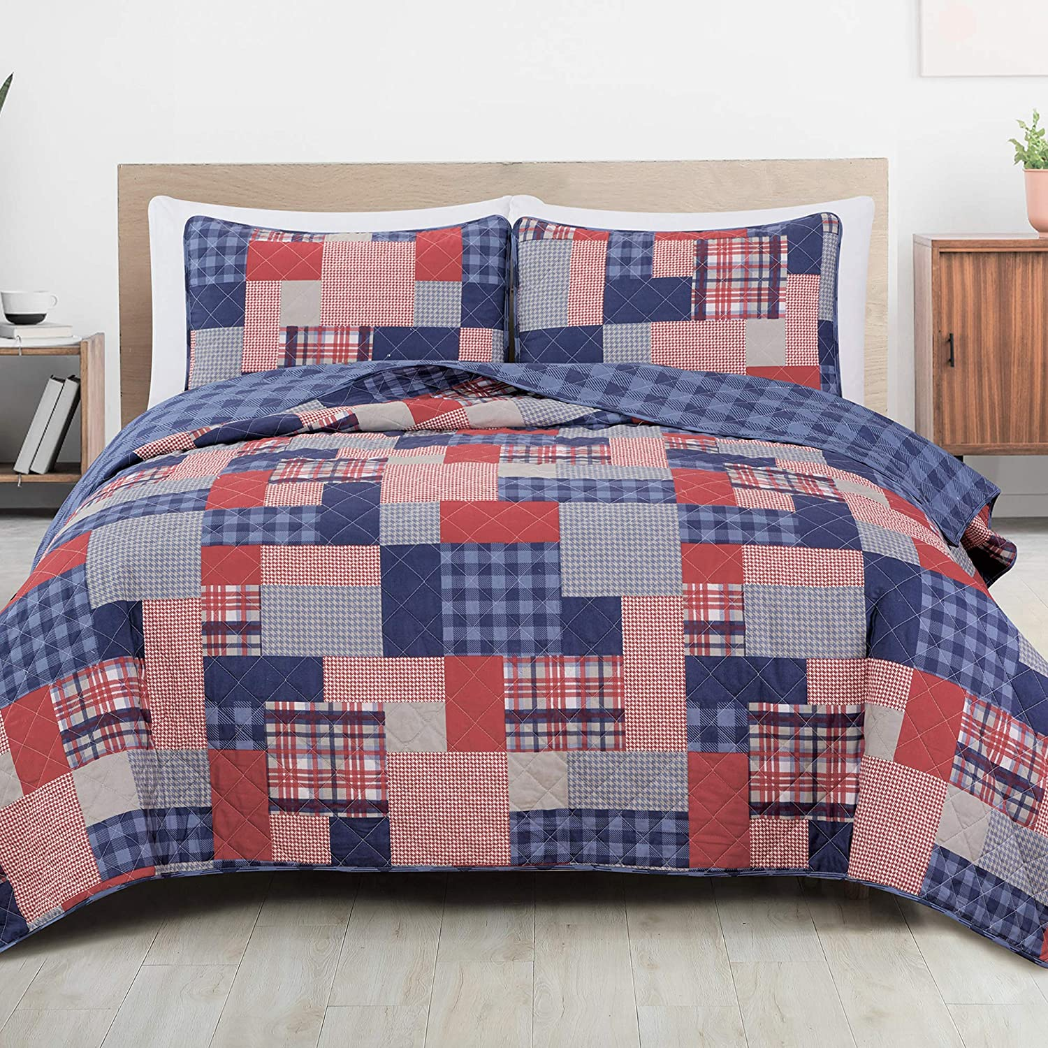 Great Bay Home 3-Piece Reversible Quilt Set with Shams. All-Season Bedspread with Plaid Patchwork Pattern. Spencer Collection (Full/Queen)