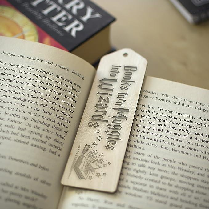 Marcapáginas de madera inspirado en Harry Potter, regalo grabado, color Muggles into Wizards