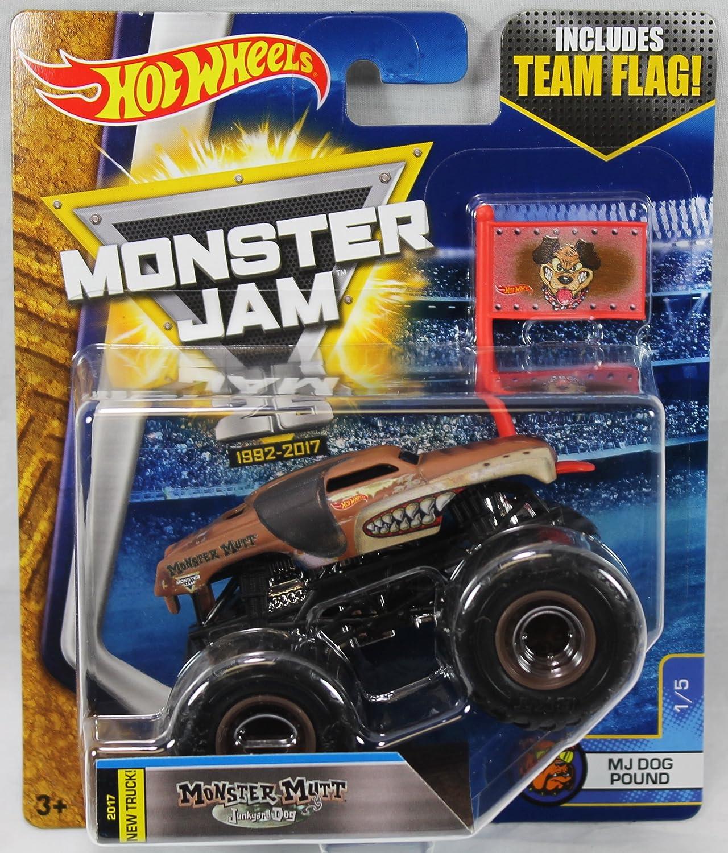 Monster Truck Dog >> Amazon Com Hot Wheels Monster Jam 1 5 Monster Mutt