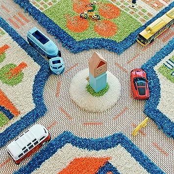 160 x 230 cm Farbenfrohes Design Stadtverkehr mit dreidimensionalem Fu/ßballplatz IVI Hypoallergener Dicker 3D-Kinderspielteppich Little Helper LHB121MD033YE16233-G gr/ün Parkpl/ätzen und Stra/ßen