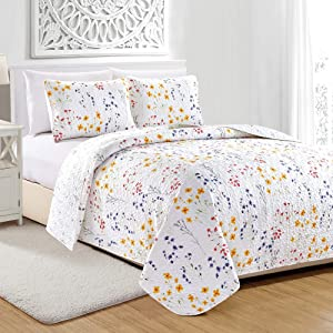 Great Bay Home Marianne Collection 3 Piece Quilt Set with Shams. Reversible Floral Bedspread Coverlet. Machine Washable. (Full/Queen, Multi)