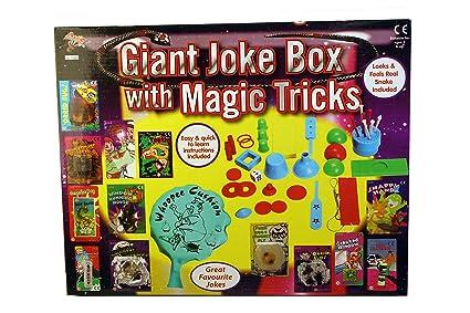 Amazon.com: A to Z gigante caja de broma con trucos de magia ...