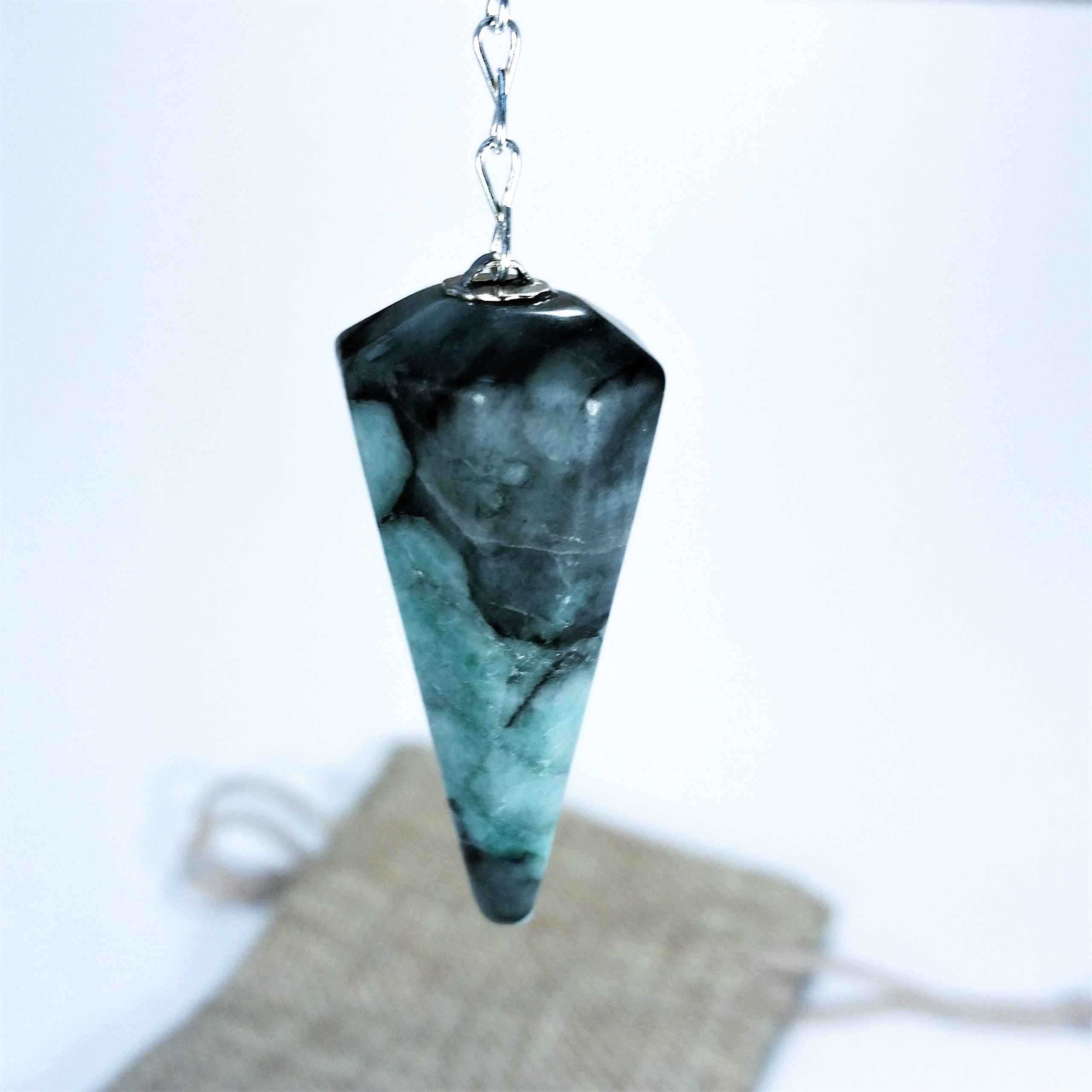 Genuine Rough Dowsing Emerald Pendulum for Chakra and Energy Healing by Soundpeace (Image #1)