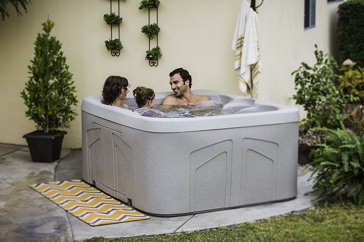 Lifesmart Rock Solid Simplicity Plug and Play 4 Person Spa With 12 Jets