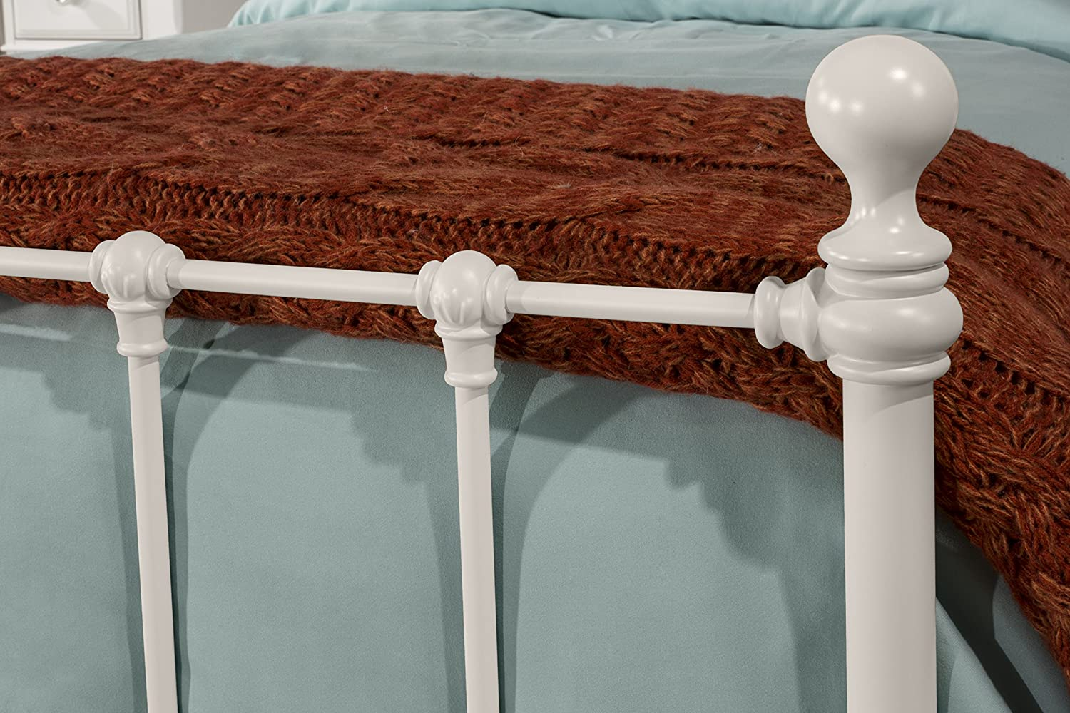Twin White Hillsdale Furniture Molly Bed Set with Rails