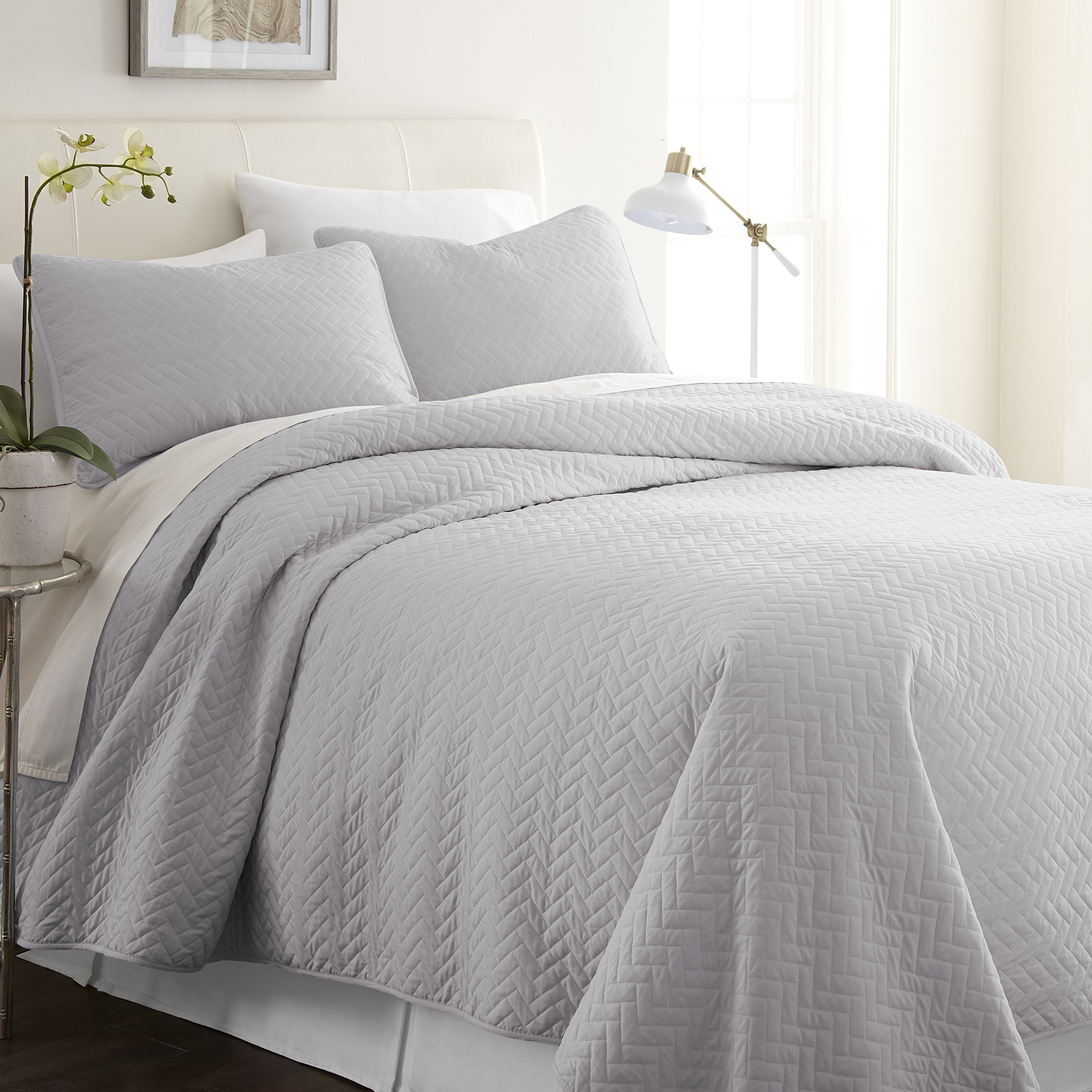 ienjy Home Herring Patterned Quilted Coverlet Set, King, Gray