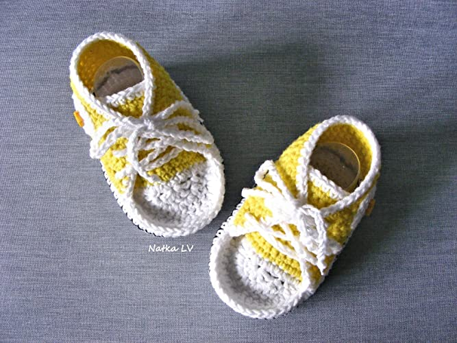 55d86f8c4 Amazon.com  Baby yellow booties