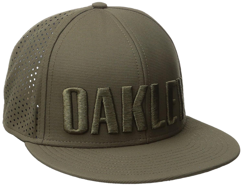 9dbf7bab322 Amazon.com  Oakley Mens Octane Perf Adjustable Hat One Size Blue Shade   Clothing