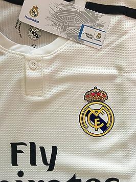 352d7d2ef33fc Real Madrid C.F. Camiseta 1ºEQUIPO Sergio Ramos Real Madrid 2018-2019 Adulto -Incluye Cinturón Durabol (S)  Amazon.es  Deportes y aire libre