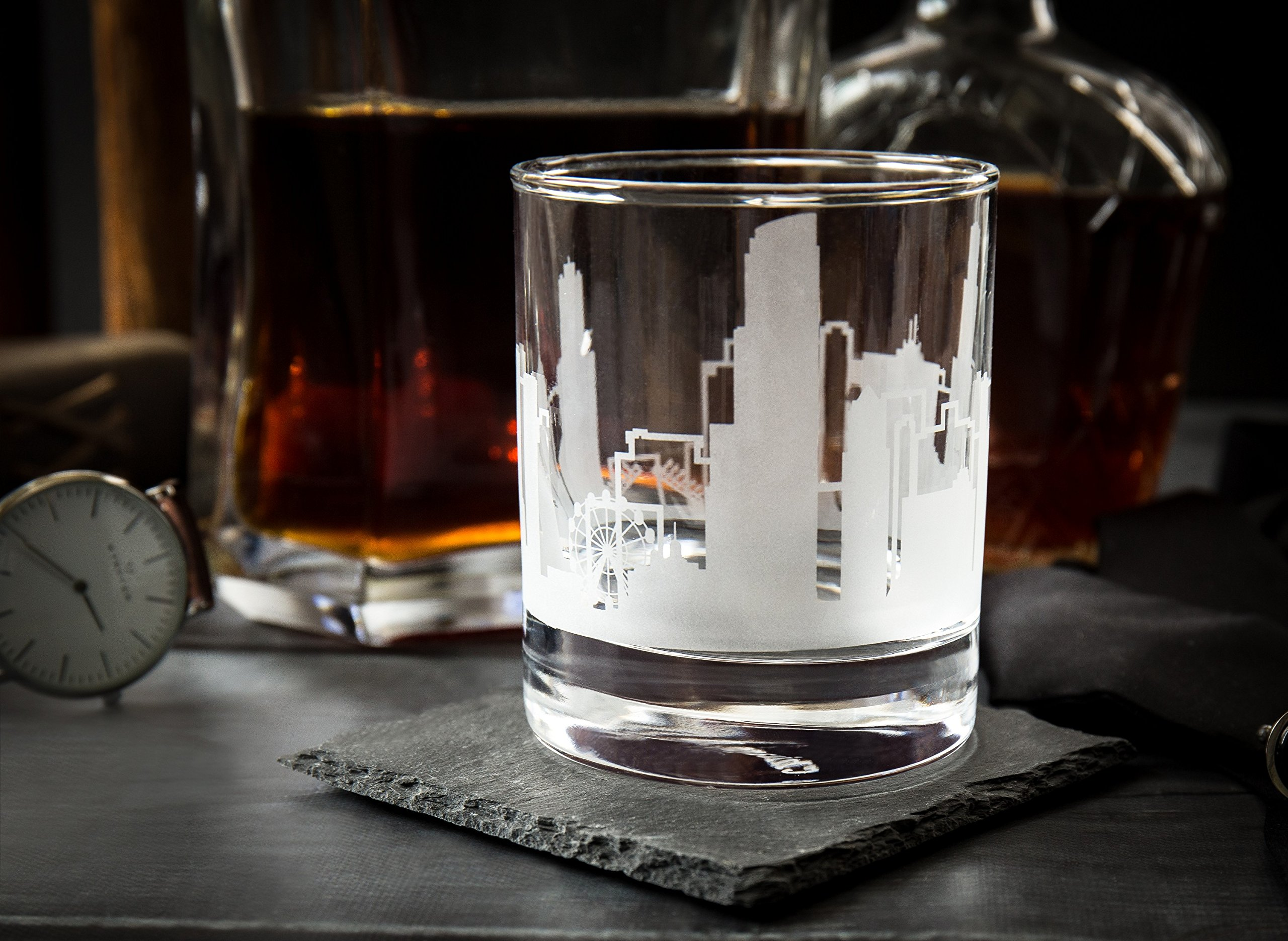 Greenline Goods Skyline Etched Chicago Whiskey Glasses Gift (Set of 2) | Old Fashioned Tumbler – For Chicago Lovers