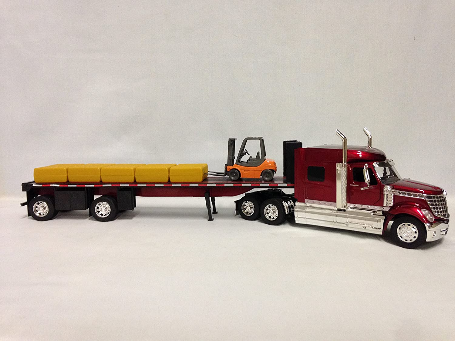 New Ray International Lonestar Flatbed Trailer,with Hay Bales and  Forklift,1:32 Diecas