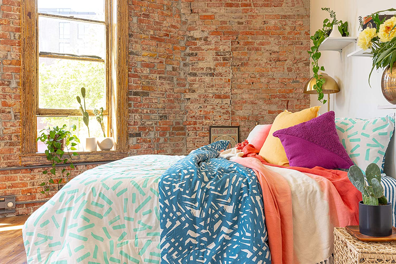 Refinery29   Lane Bedding Collection   Modern Reversible Luxury Ultra Soft Cotton Comforter, All Season Premium 4 Piece Set, Design for Home Hotel Décor (King, Blue)