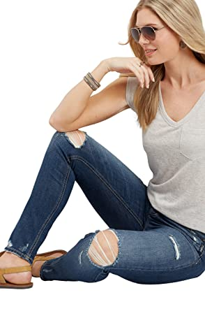ac1739982bb Amazon.com  Silver Jeans Co. Women s Mazy High Rise Destructed Skinny Jean   Clothing