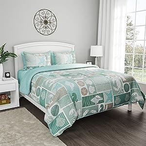 "Lavish Home Collection 3-Piece Quilt and Shams Set – ""Harbor Town - Veranda"" Coastal Beach Design - Hypoallergenic and Soft Microfiber Bedding (Full/Queen)"