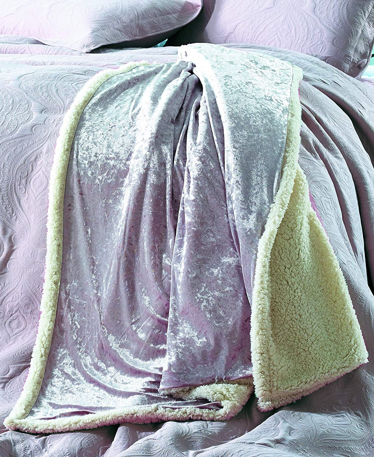 White DE MOOCCI Velvet Crush Sherpa Throw Blanket for Couch 50 x 60 Super Soft and Cozy with a hint of Sheen