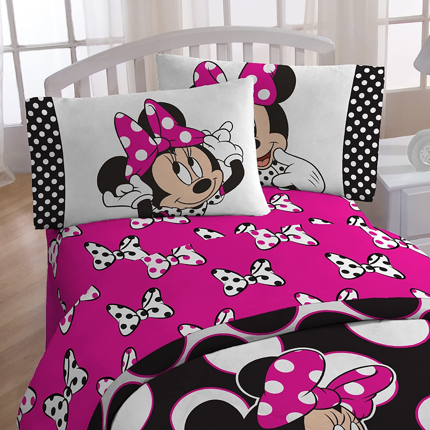 Disney Minnie 'Dots are the New Black' 4 Piece Twin Bed In A Bag