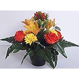 Composizione di fiori artificiali, piombato completamente cemento in vaso, per cimitero, prodotto molto apprezzato nei nostri città e di molto buona qualitÀ.