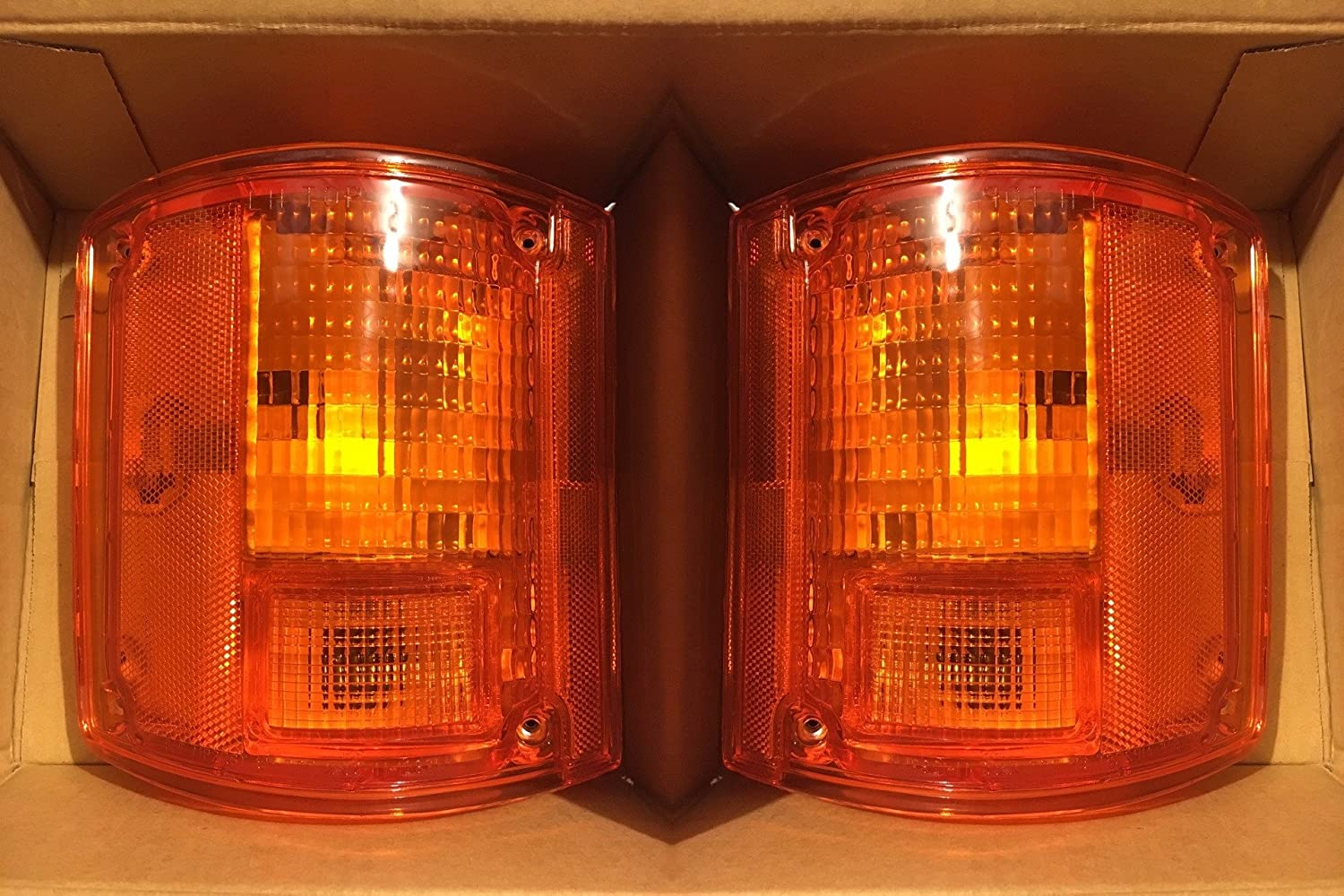Holiday Rambler Admiral 1999-2003 RV Motorhome Pair (Left & Right) Replacement Rear Turn Signal Lamps