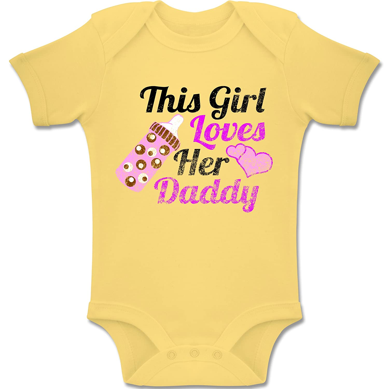 Vintage Look Baby Kurzarm Body Strampler This Girl Loves her Daddy Baby