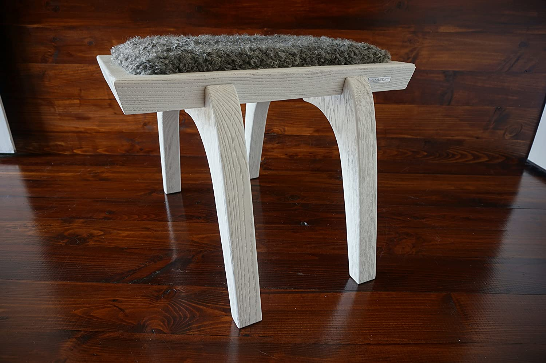 Minimalistisch Weiß Eichenholz Hocker / Stuhl mit echtem geschweiften Silber Schwedischen Gotland Schaffell - Designermöbel von MILABERT (S051604)