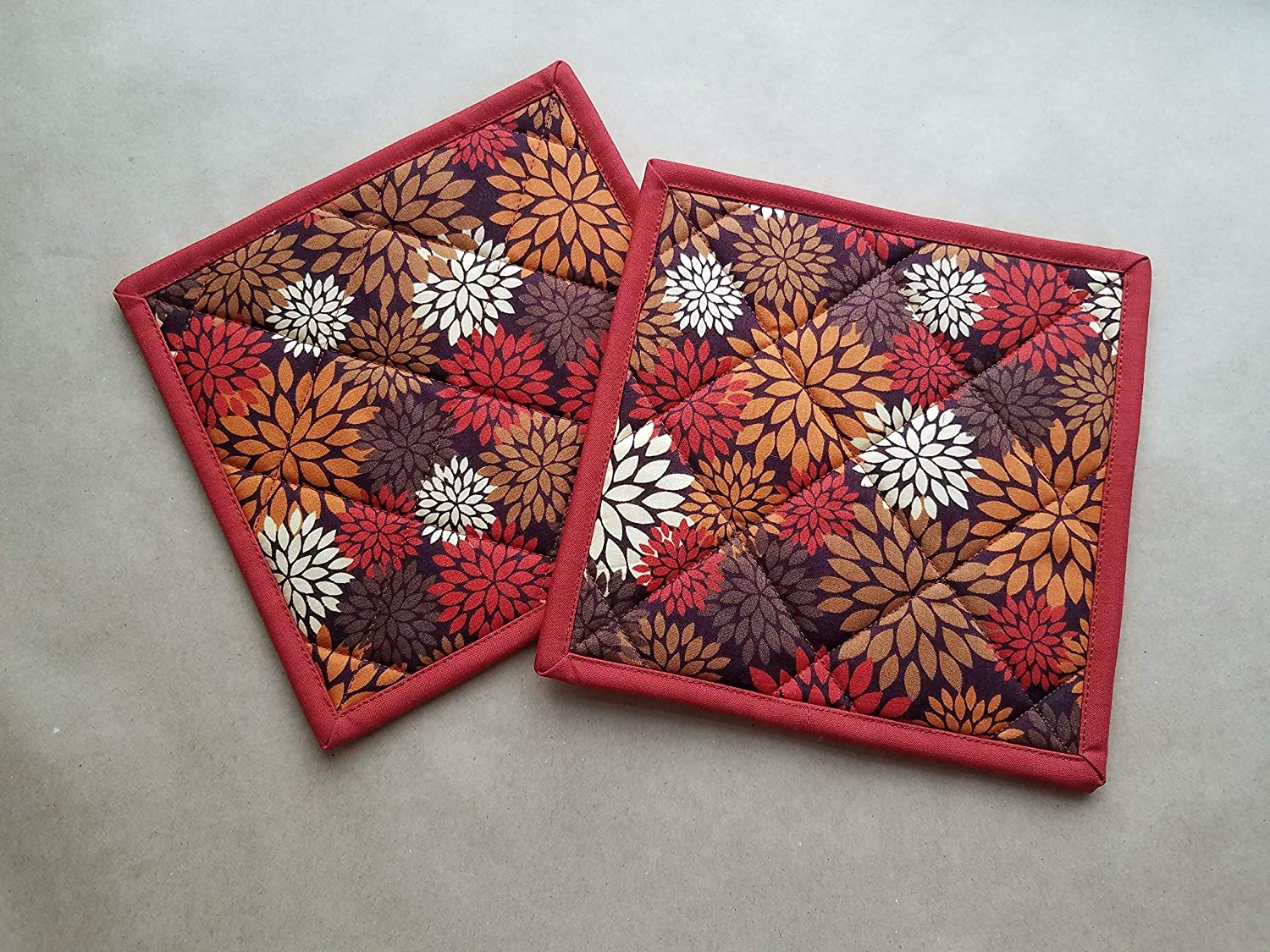 Earth Tone Modern Floral Potholders Set of 2, Fall Kitchen Linens, Floral Home Decor, Autumn Hot Pads, Flower Insulated trivets, Modern Print Kitchen Decor, Earth Tone Home Decor, Gifts Under 20