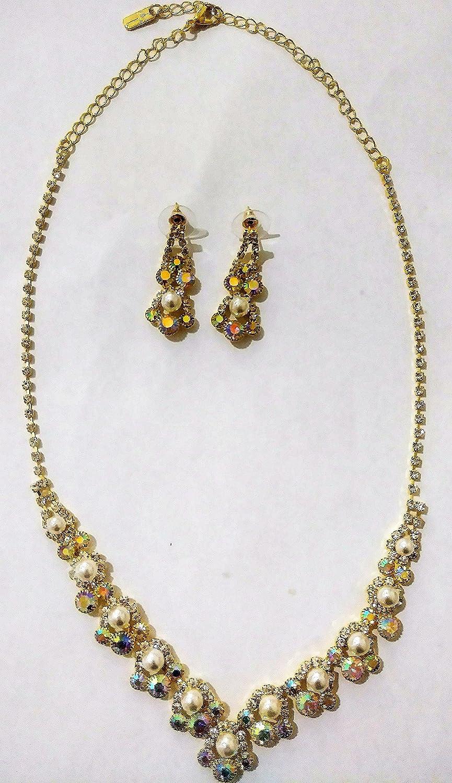 4f1b2b483154 Amazon.com  collar de perlas con brillantes en tono oro con aretes de  fantasia  Jewelry