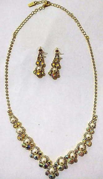 5560ddd04498 Amazon.com  collar de perlas con brillantes en tono oro con aretes ...