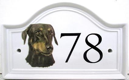 Placa de cerámica con números para puertas de casetas de perros Doberman